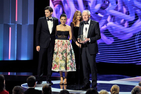 Ashton Kutcher và Mila Kunis giới thiệu giải Thành tựu khoa học dành cho nhà khoa học Áo Kim Nasmyth