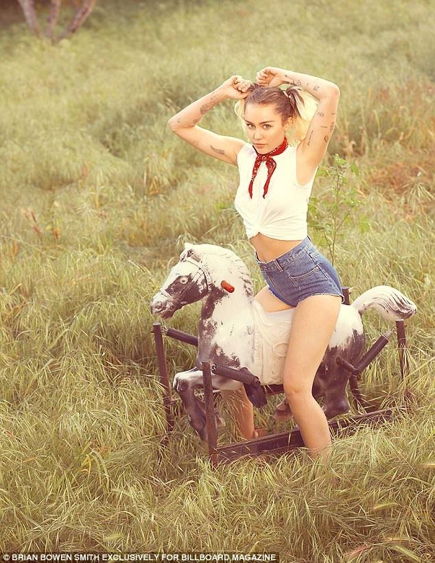 Nữ ca sĩ nổi tiếng sẽ trình làng một sản phẩm âm nhạc mới trong tháng 5 này, đó là một bản tình ca dành cho cô và Liam.