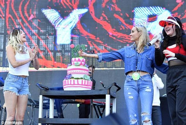 Miley thấy mình thật hạnh phúc khi luôn có những người thân trong gia đình ủng hộ và động viên cô trong mọi chặng đường của cuộc sống.