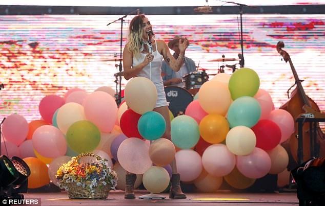 Malibu là ca khúc mà Miley muốn dành cho Liam Hemsworth. Cặp đôi từng chia tay vào năm 2013 nhưng chưa đầy 2 năm sau đó, họ tái hợp và yêu như chưa bao giờ được yêu.