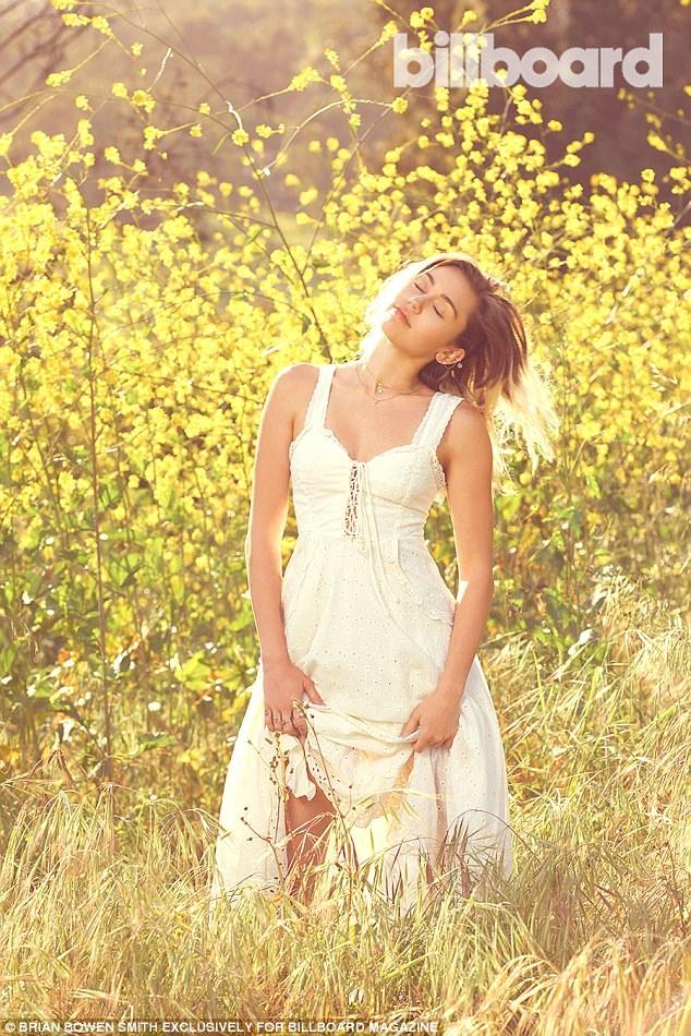Miley Cyrus trong trẻo, dễ thương kể từ khi tái hợp với người cũ - 7