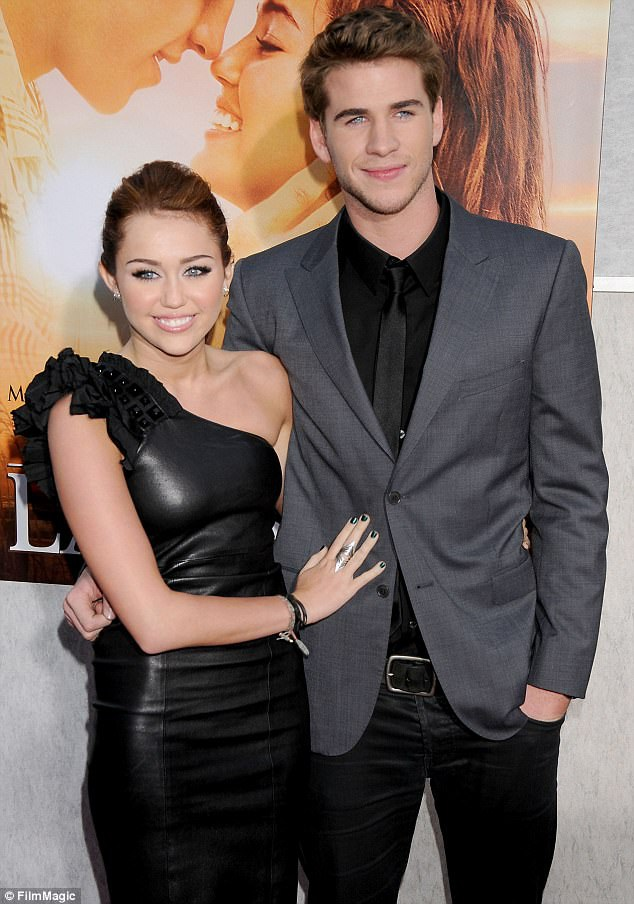 Miley và Liam vào năm 2010 khi mới bắt đầu yêu nhau.