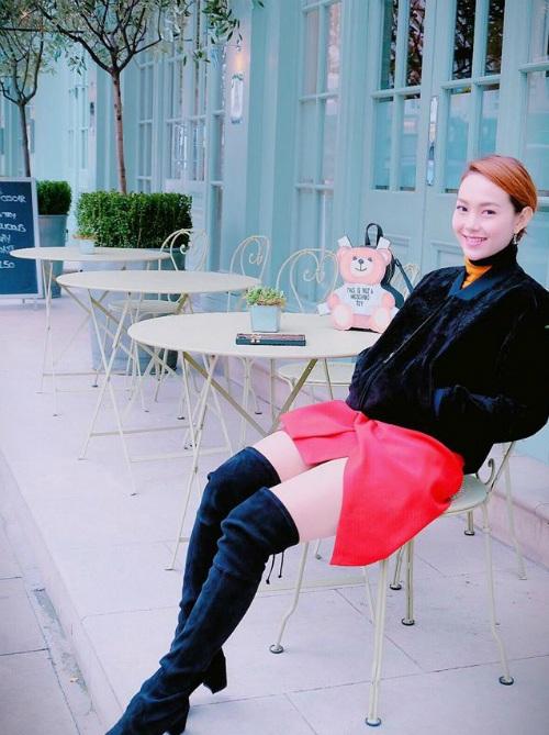 Ca sĩ Minh Hằng ngồi cà phê giữa trời Âu: Hôm nay Valentine trắng, có ai được nhận quà hơm, em thì không có rồi á.