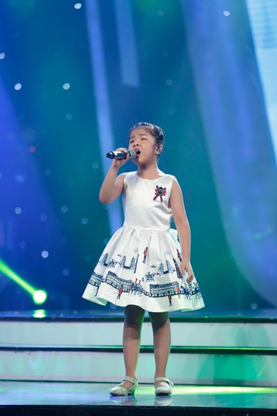 Minh Hiền hát Họa mi tóc nâu.