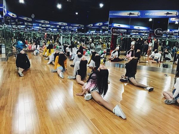 18 cô gái đang tập luyện chăm chỉ để đem đến đêm chung kết thực sự bùng nổ.