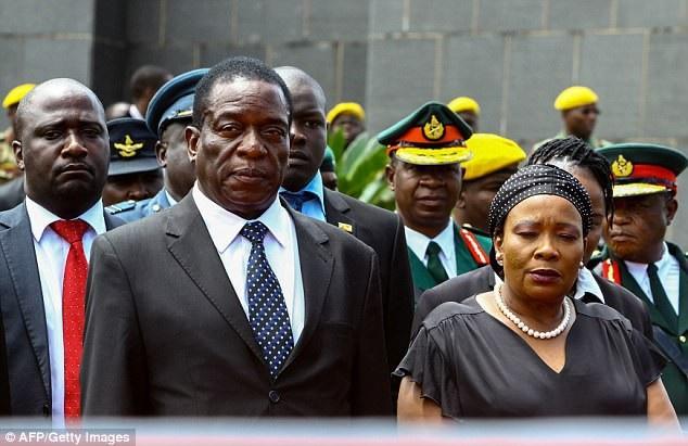 Ông Mnangagwa và vợ (Ảnh: AFP)