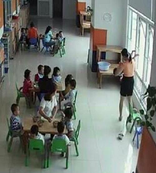 Cô giáo ở TPHCM dốc ngược, dọa ném trẻ qua cửa sổ làm phụ huynh hoang mang