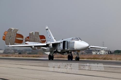 Máy bay ném bom Su-24 của Nga hạ cánh tại căn cứ quân sự Hmeymim ở tỉnh Latakia, Syria năm 2015. Ảnh: AFP/TTXVN