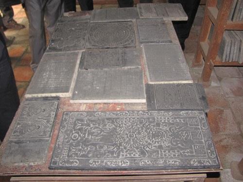 Cận cảnh những mộc bản Kinh Phật khắc trên gỗ thị ở chùa Bổ Đà vừa được xác lập kỷ lục.