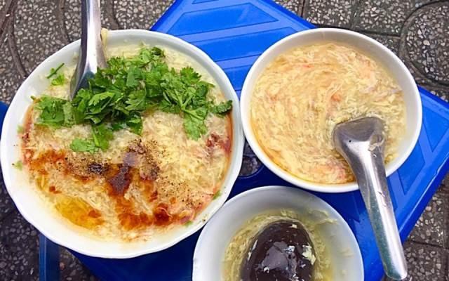 Súp cua là thức quà quen thuộc của người Sài Gòn.