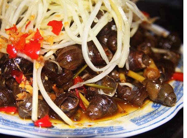 Ốc hút thu hút lượng lớn thực khách nhờ vào hương vị thơm ngon.