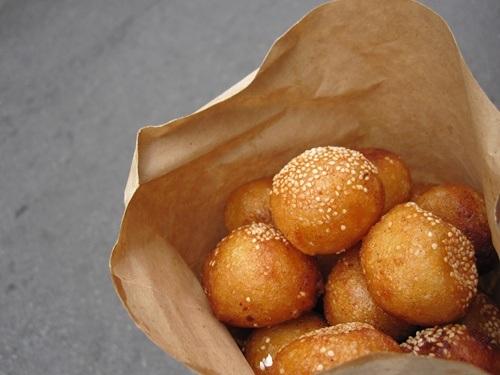 Món bánh được cả du khách nước ngoài ưa chuộng.