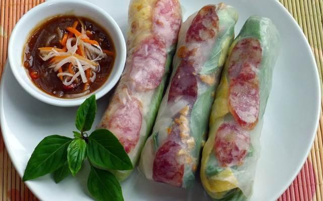 Bò bía có thể tìm được ở khắp nơi trên đường phố Sài Gòn.