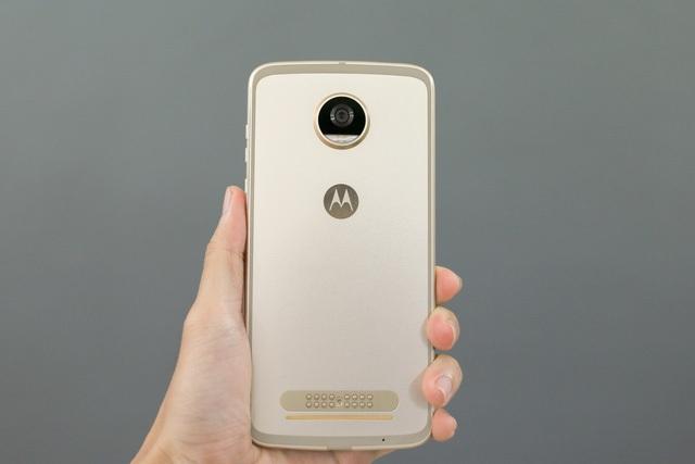 Những mẫu smartphone cận cao cấp đáng chú ý tháng 8 - 2