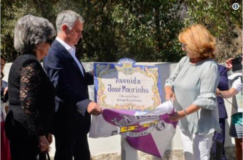 Tên của Jose Mourinho từ nay được đặt cho một đại lộ ở thị trấn Setubal (Bồ Đào Nha) - quên hương ông