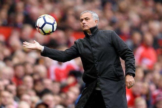 HLV Mourinho sắp nhận được hợp đồng khủng