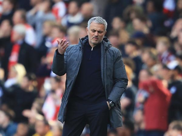 Roy Keane cho rằng Mourinho nên cảm thấy xấu hổ vì thành tích của MU