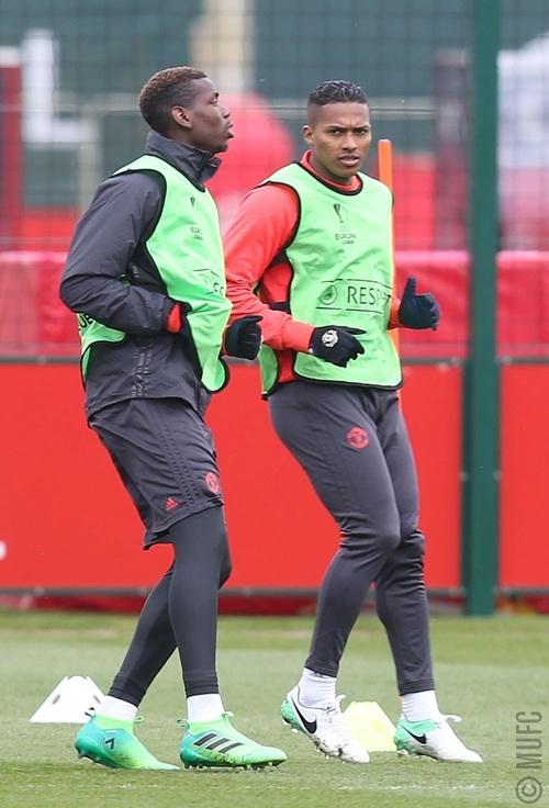 Pobga (trái) và Valencia (phải), họ là những cầu thủ trụ cột trong đội hình của MU dưới thời Mourinho