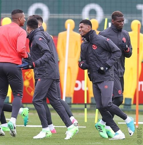 Rashford (phải) đang rất được Mourinho tin tưởng. Theo chiến lược gia người Bồ Đào Nha, tiền đạo trẻ người Anh đang thực hiện đúng như những gì ông yêu cầu ở các cầu thủ, bởi thế nên anh luôn có tên trong danh sách thi đấu của Quỷ đỏ