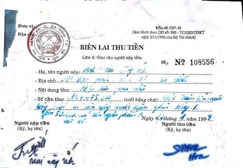 Việc nộp tiền vào Chi cục Thi hành án quận Ba Đình của ông Ích còn nguyên biên lai đóng dấu đỏ từ năm 1999.
