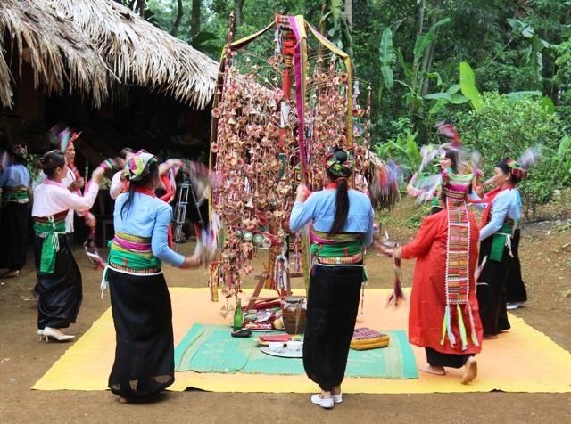Xem người Mường thưởng hoa trong lễ hội Poồn Poông | Báo Dân trí