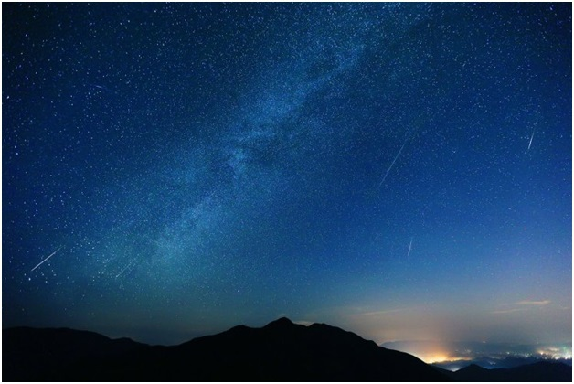 Mưa sao băng Perseid nhìn từ tỉnh Zhejiang, Trung Quốc.