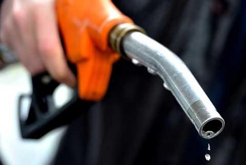 Việc dán tem lên đồng hồ tổng hiện là giải pháp tạm thời trước mắt để chống thất thu thuế trong giao dịch mua bán xăng dầu.