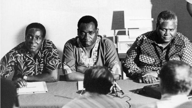 Ông Mugabe (bên trái) vào năm 1960 khi bắt đầu tham gia vào con đường chính trị (Ảnh: Getty)
