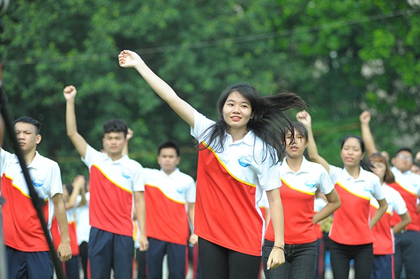 Mang giày cao gót, Á hậu Huyền My vui vẻ nhảy flashmob cùng sinh viên - 4