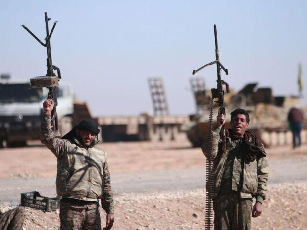 Các tay súng thuộc lực lượng SDF. (Ảnh: Reuters)