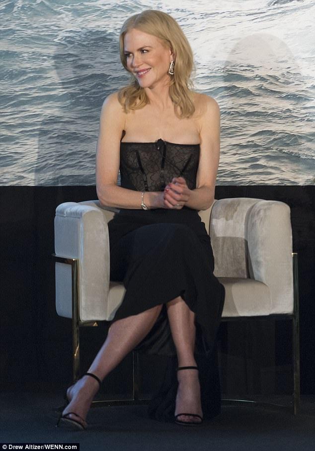 Nicole Kidman ở tuổi 50 vẫn lao động miệt mài và là 1 trong những sao nữ được trả cát sê cao nhất thế giới