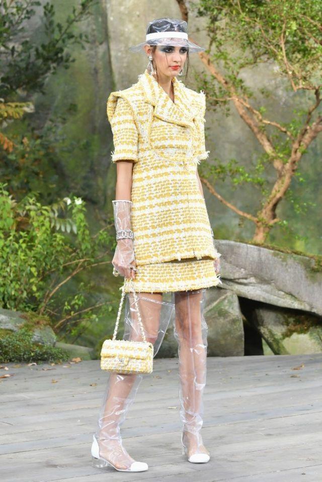 Bộ sưu tập của hãng mới ra mắt tại tuần lễ thời trang Paris