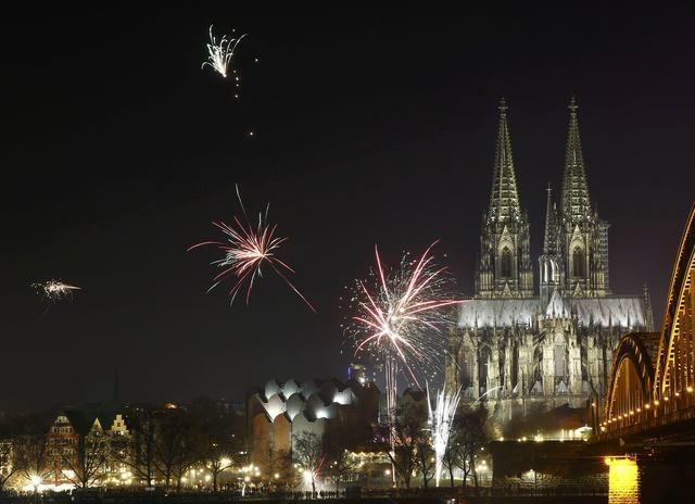 Thánh đường Cologne nổi tiếng của Đức trong đêm giao thừa (Ảnh: Reuters)