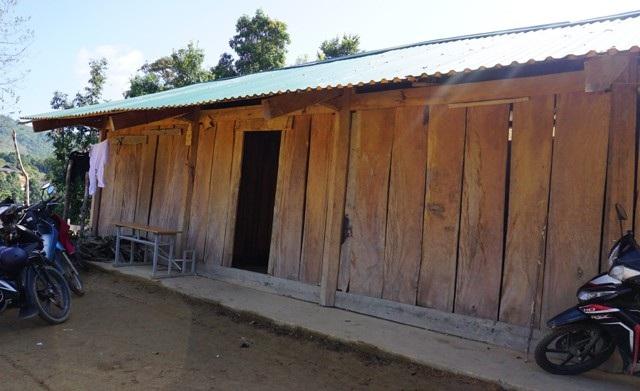 Khu nhà công vụ của 7 thầy giáo cắm bản ở Nậm Tột vẫn đang còn hết sức tạm bợ