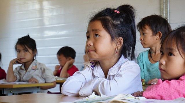 Những em bé người Mông nơi tận cùng heo hút đến trường mang theo giấc mơ thoát khỏi cuộc sống thiếu thốn