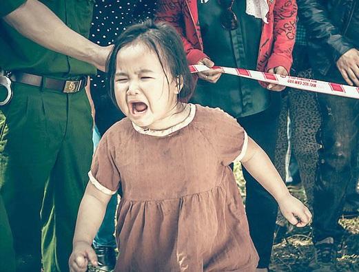 Phân đoạn cảm xúc Kim Thư lấy nhiều nước mắt khán giả... và mẹ của bé tại phim trường