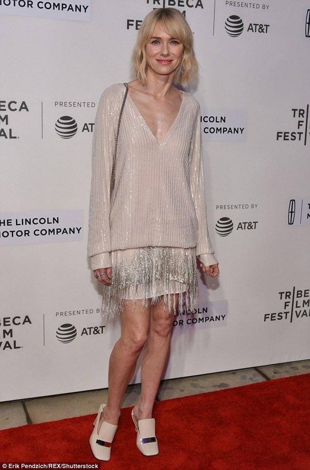 Naomi Watts sành điệu và trẻ trung với trang phục Marc Jacobs