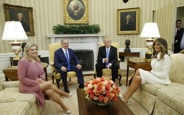 Vợ chồng Tổng thống Mỹ Trump tiếp đón vợ chồng Thủ tướng Israel Netanyahu tại Nhà Trắng ngày 15/2 (Ảnh: Reuters)