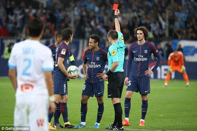Neymar báo hại PSG với chiếc thẻ đỏ ở phút 87