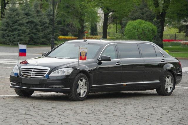 Siêu xe limousine Mercedes-Maybach S600 Pullman chuyên phục vụ Tổng thống Nga. (Ảnh: Sputnik)