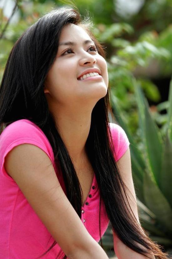 Hoàng Thùy Linh bằng tuổi với Ngọc Anh. Cô sinh ra và lớn lên tại Hà Nội, hiện cô theo đuổi con đường ca hát chuyên nghiệp. Hoàng Thùy Linh bắt đầu nổi tiếng và được công chúng biết đến kể từ khi tham gia bộ phim Nhật ký Vàng Anh 2. Cô đảm đương vai nữ chính trong phim.
