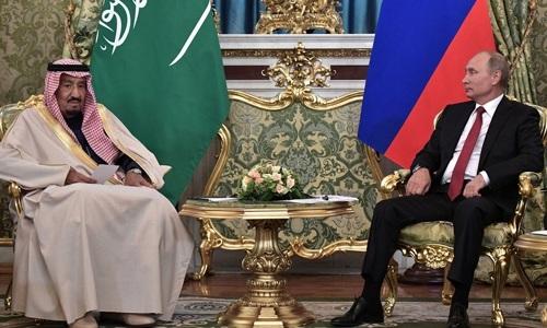 Vua Saudi Arabia's King Salman bin Abdulaziz Al Saud và Tổng thống Nga Vladimir Putin tại Điện Kremlin. Ảnh: Anadolu Agency