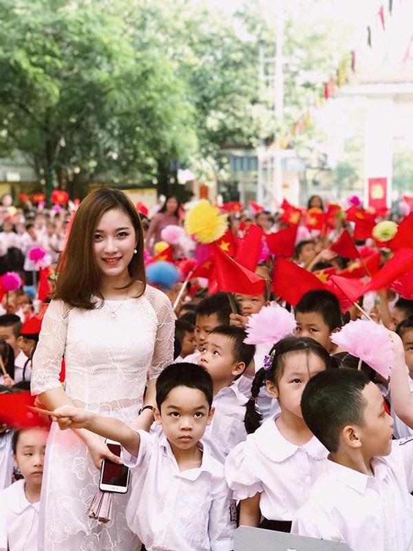 Cô Thúy Ngân xinh đẹp của trường Tân Định (Hà Nội)