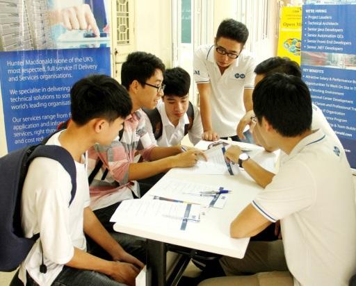 Gần 1.000 bạn trẻ có cơ hội thử sức ứng tuyển vào các doanh nghiệp uy tín tại ngày hội.