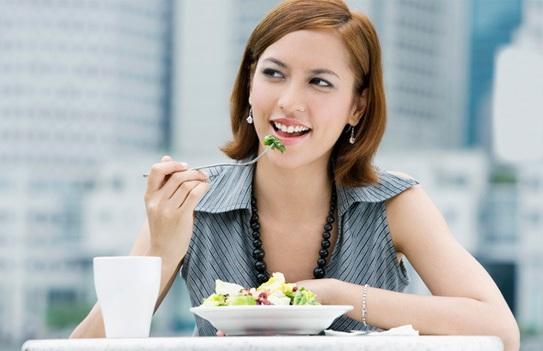 Bí quyết phòng tránh đầy bụng chán ăn trong ngày Tết - 1