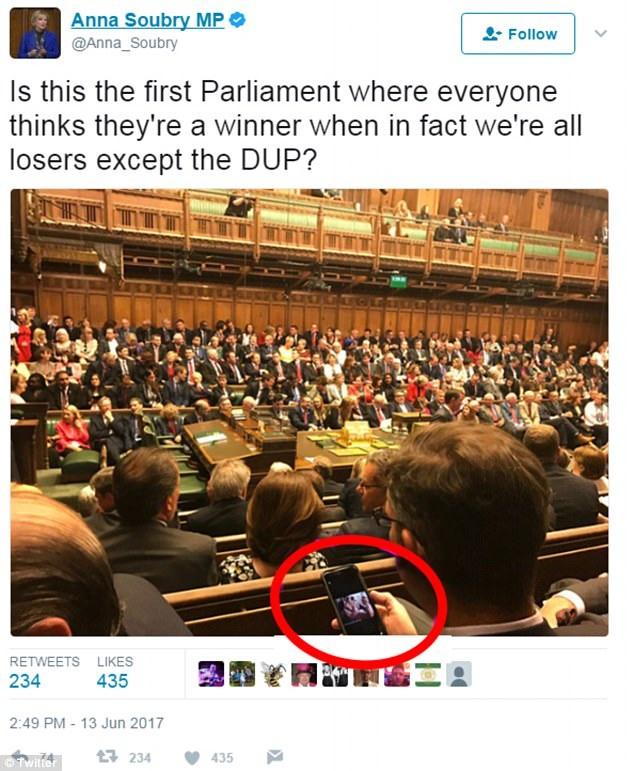 Bức ảnh được nghị sĩ Anna Soubry đăng lên mạng xã hội Twitter. (Ảnh: Dailymail)