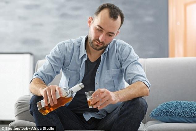 Tại sao nam giới dễ nghiện rượu hơn? - 1