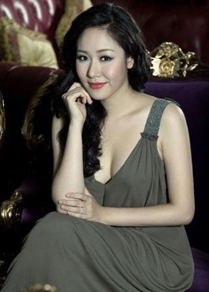 Cô gây được thiện cảm nhờ phong thái ăn mặc chừng mực và có văn hóa. Rất hiếm hoi cô mới diện những chiếc đầm gợi cảm vừa phải, không quá sexy, khoe da thịt quá đà.