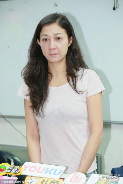 Đầu buổi phỏng vấn, Ngô Ỷ Lợi đã đề nghị phóng viên tôn trọng cuộc sống riêng của mẹ con cô và dừng việc đưa tin về đời tư của cô. Cô không muốn những thông tin này ảnh hưởng tới tâm lý của cô con gái đang lớn.