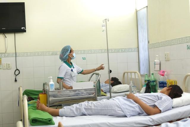 Cuối tháng 7 vừa qua, gần 50 du khách Lào bị ngộ độc thực phẩm tại Đà Nẵng phải nhập viện